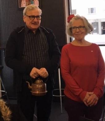 Teatteri Imatran lahjoituksen vastaanottivat Jukka Leminen ja Birgit Joronen.